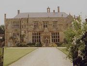 English country house - photo by Giano via Wikimedia