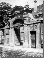 The gate of the Mesmer mansion in Rasumofskygasse - Landstraße Vienna Austria